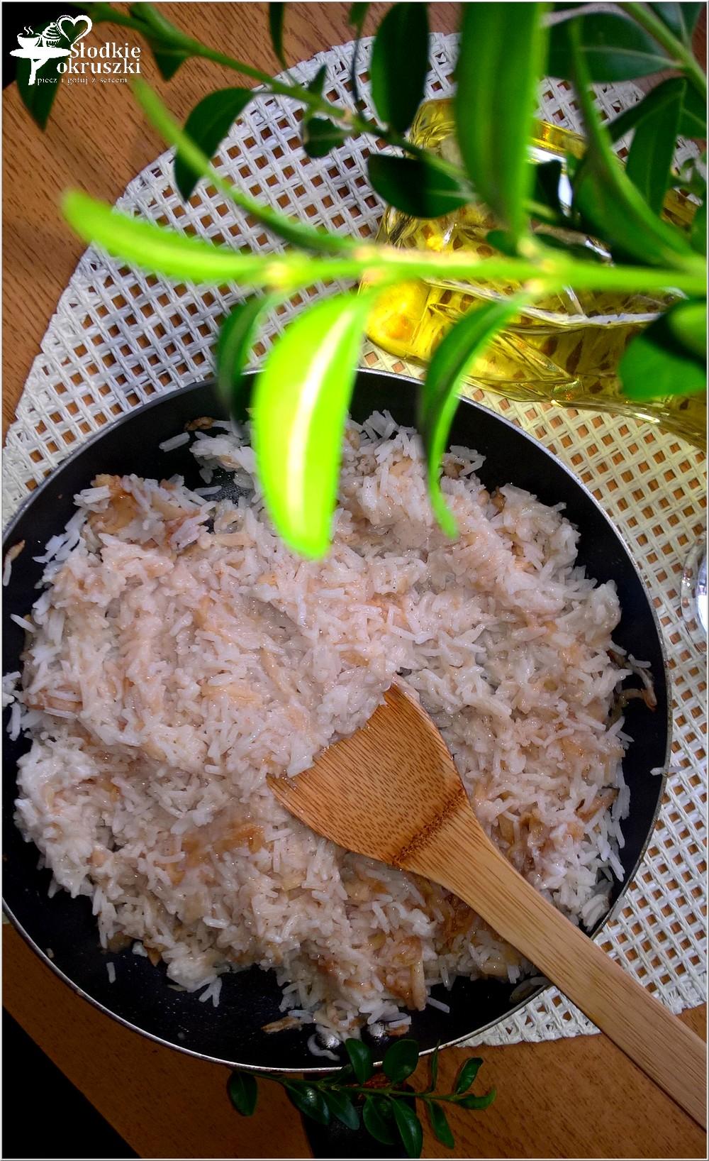 smazony-ryz-z-jablkiem-i-cynamonem