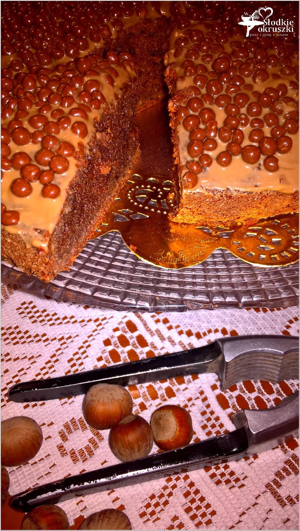 orzechowe-ciasto-z-chrupiacymi-dodatkami-2