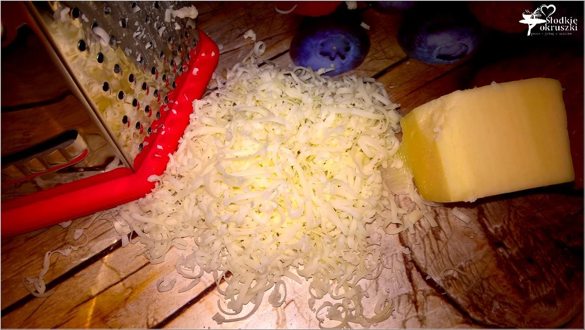 pasta-jajeczna-z-serem-prazona-cebulka-i-przyprawami-2