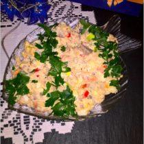 swiateczna-salatka-z-filetami-ze-sledzia-jajkiem-i-papryka-2