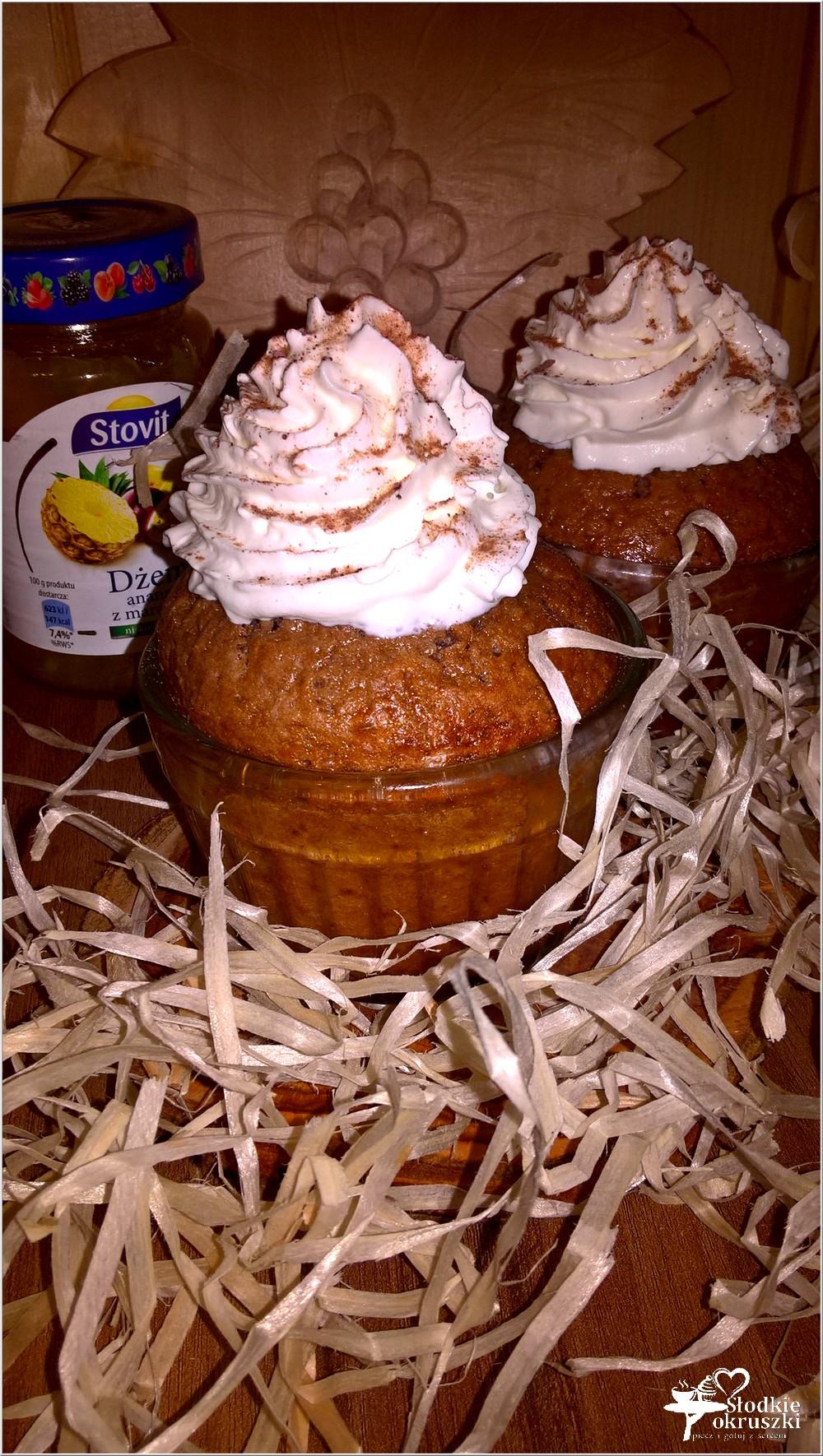 mini-ciasta-czekoladowe-ze-slodka-niespodzianka-1