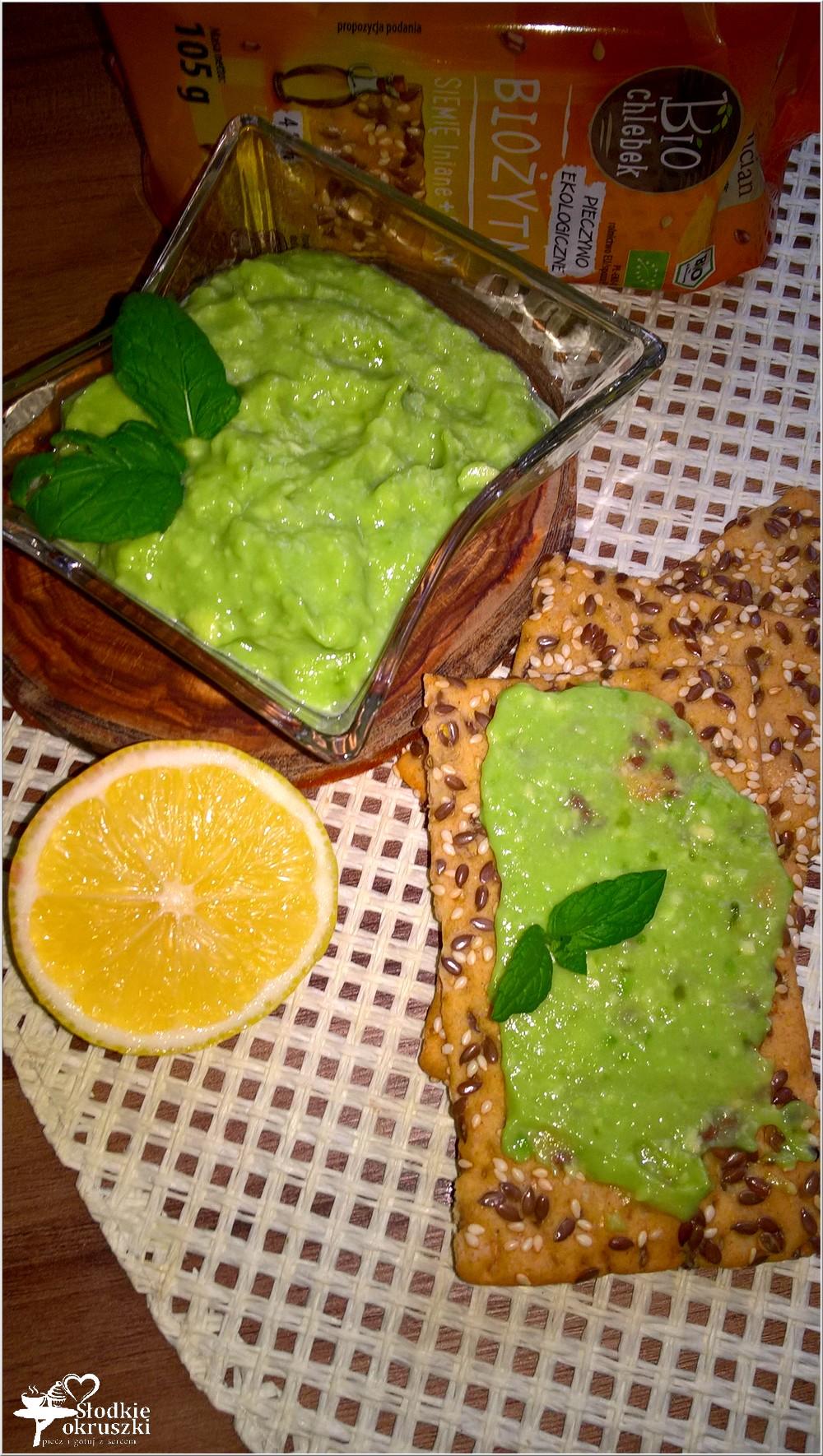 orzezwiajaca-pasta-z-awokado-z-bio-chlebkiem-3