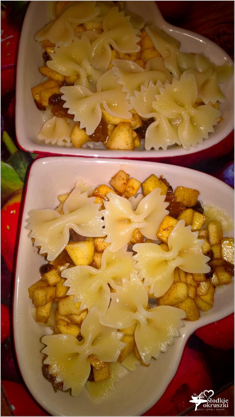 przygotowanie-zapiekany-makaron-z-miodowo-bakaliowym-jabluszkiem-2