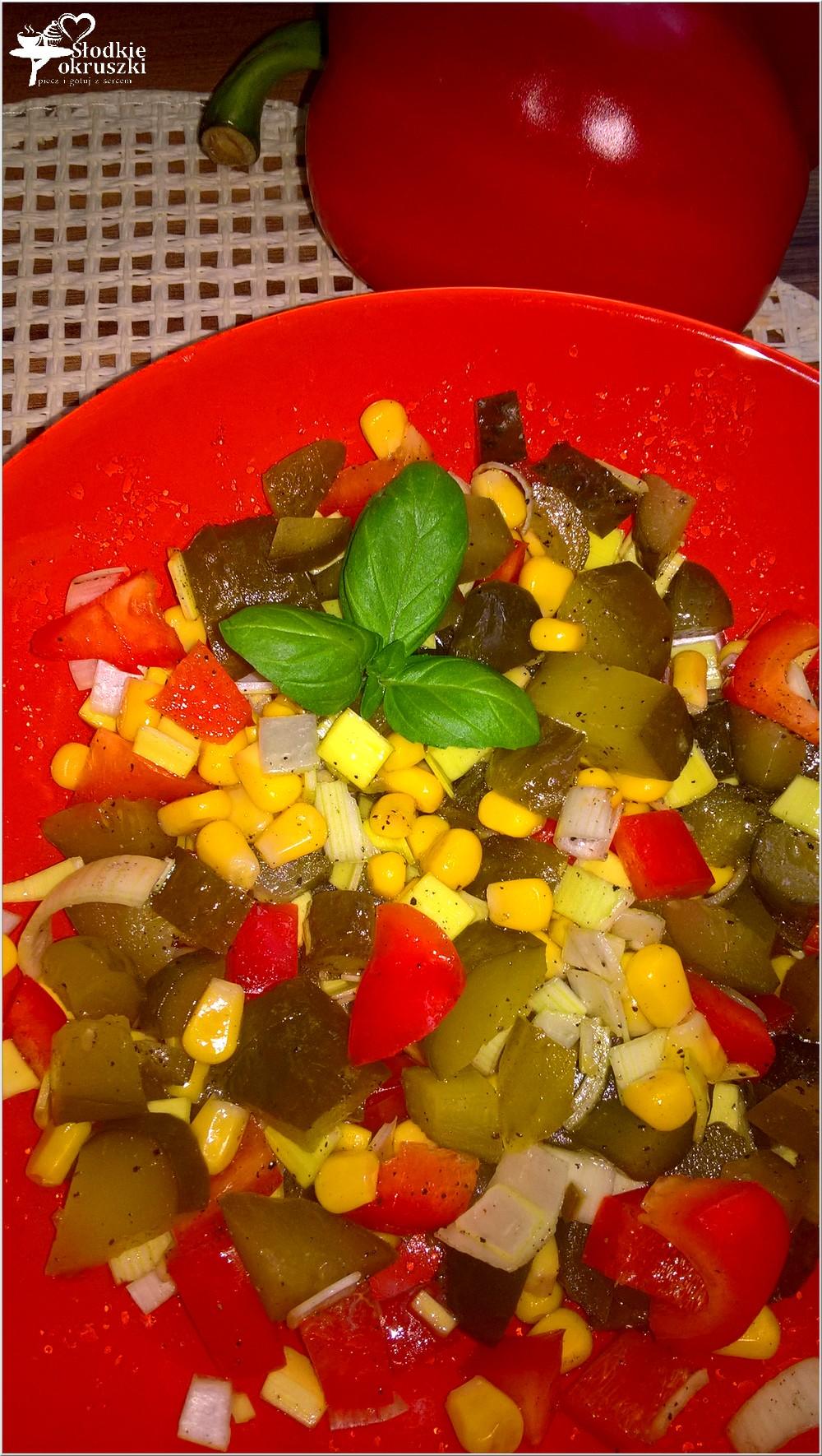 salatka-z-ogorkiem-kiszonym-papryka-i-kukurydza-4