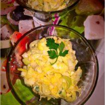 Sałatka z pora z jajkiem i jabłkiem