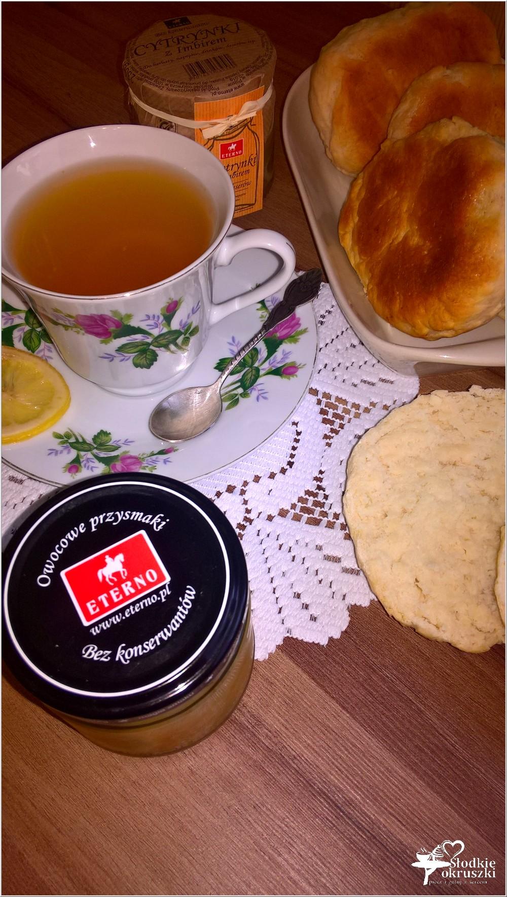 Domowe bułeczki i rozgrzewająca herbata z cytrynką i imbirem (4)