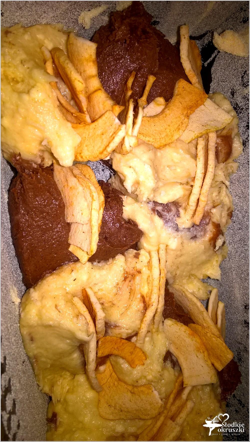 Waniliowo-kakaowe ciasto z cynamonowym jabłuszkiem (5)