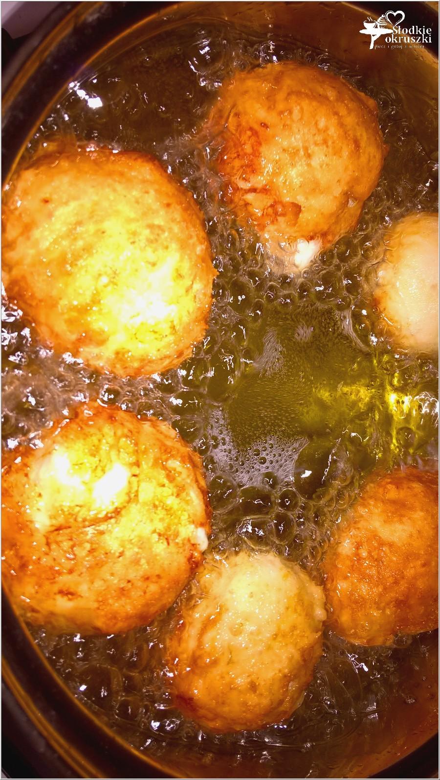 Pączki serowe - smażenie