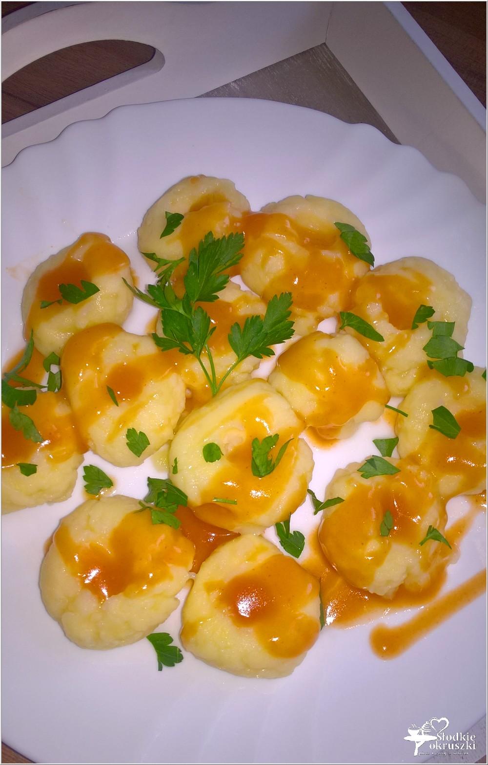 Kluski ziemniaczane w sosie (kluski z dziurką) (8)