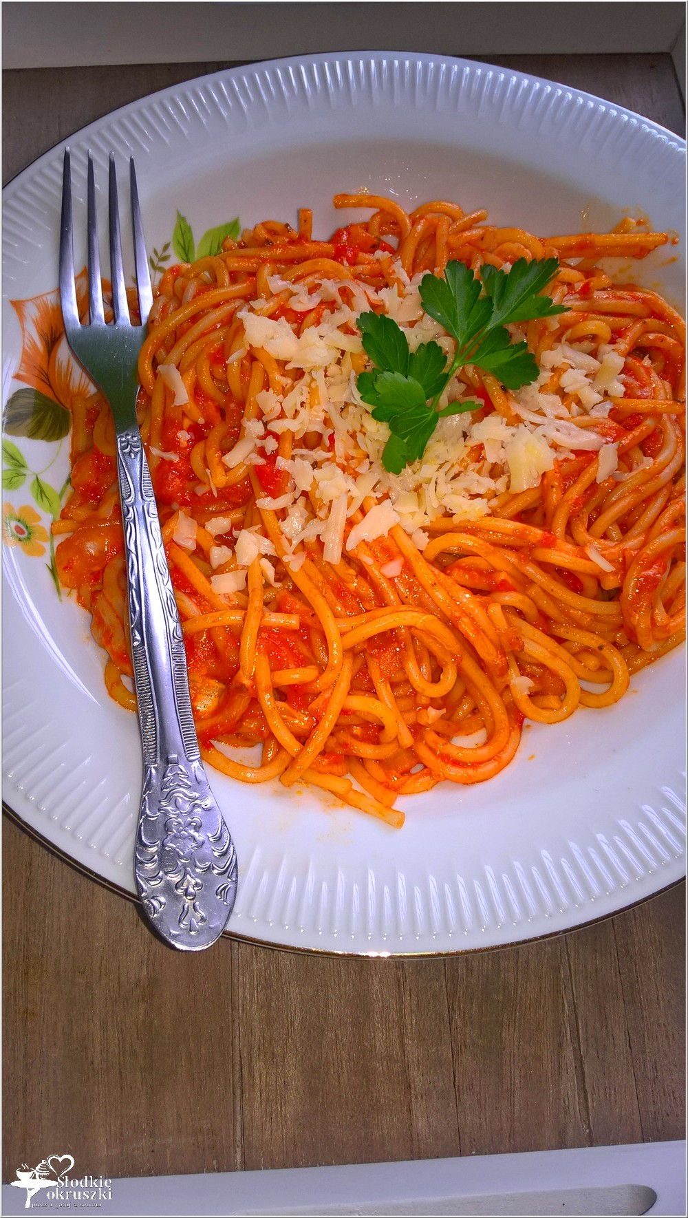 Spaghetti w czerwonym paprykowo-serowym sosie (2)