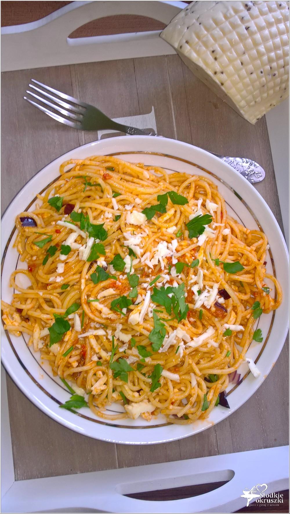 Spaghetti w pomidorowym pesto z serem korycińskim (2)