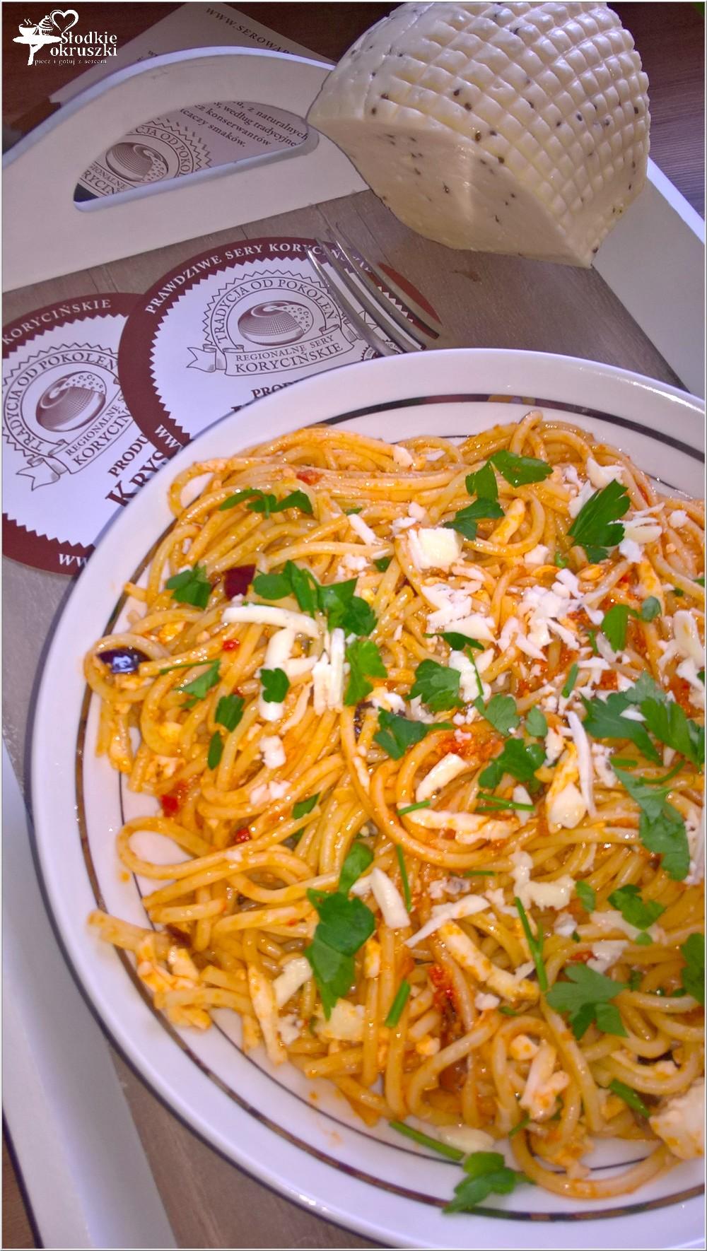 Spaghetti w pomidorowym pesto z serem korycińskim (3)