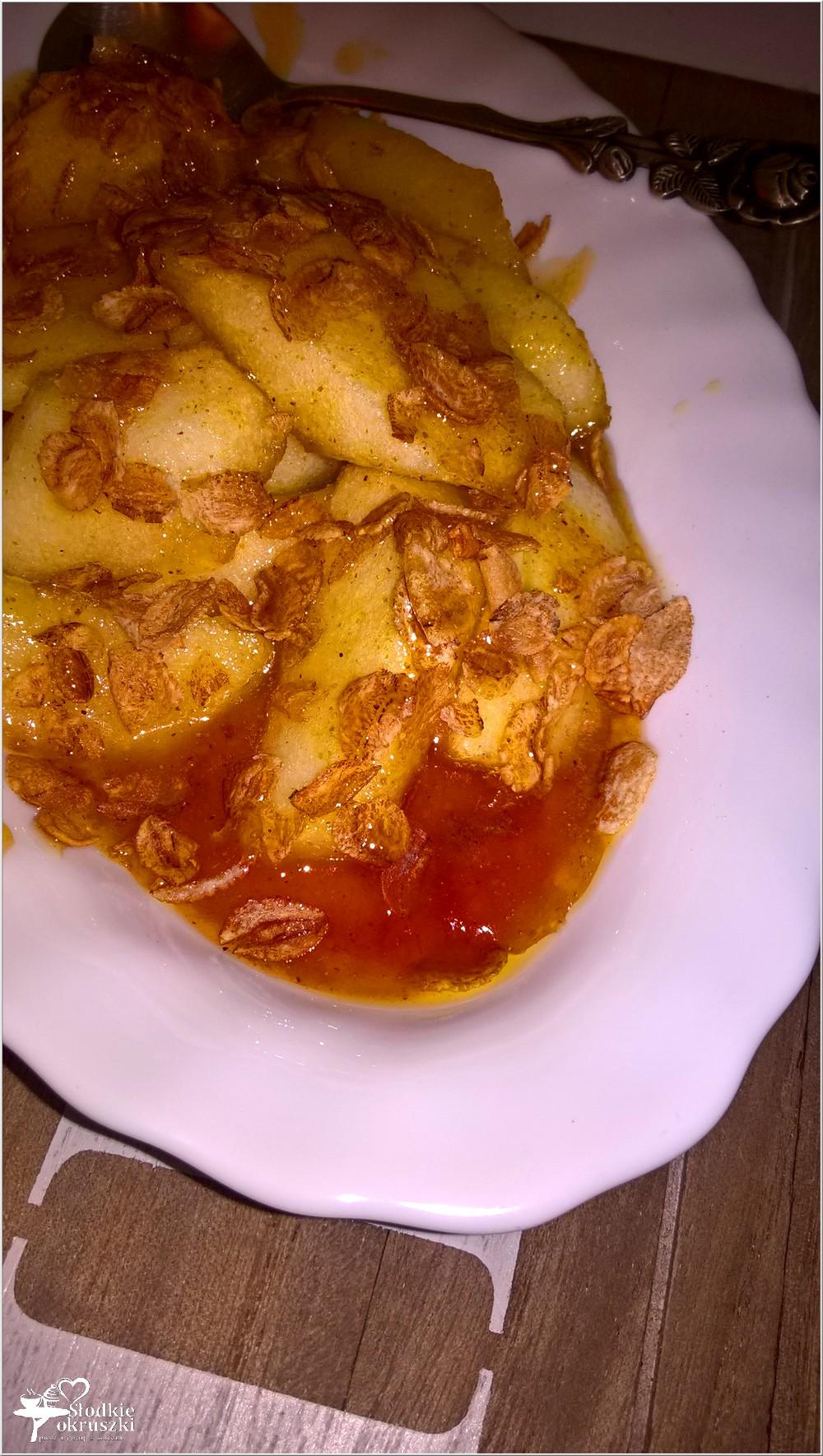 Imbirowo-miodowe jabłuszka z opiekanymi płatkami. Deser na ciepło (2)
