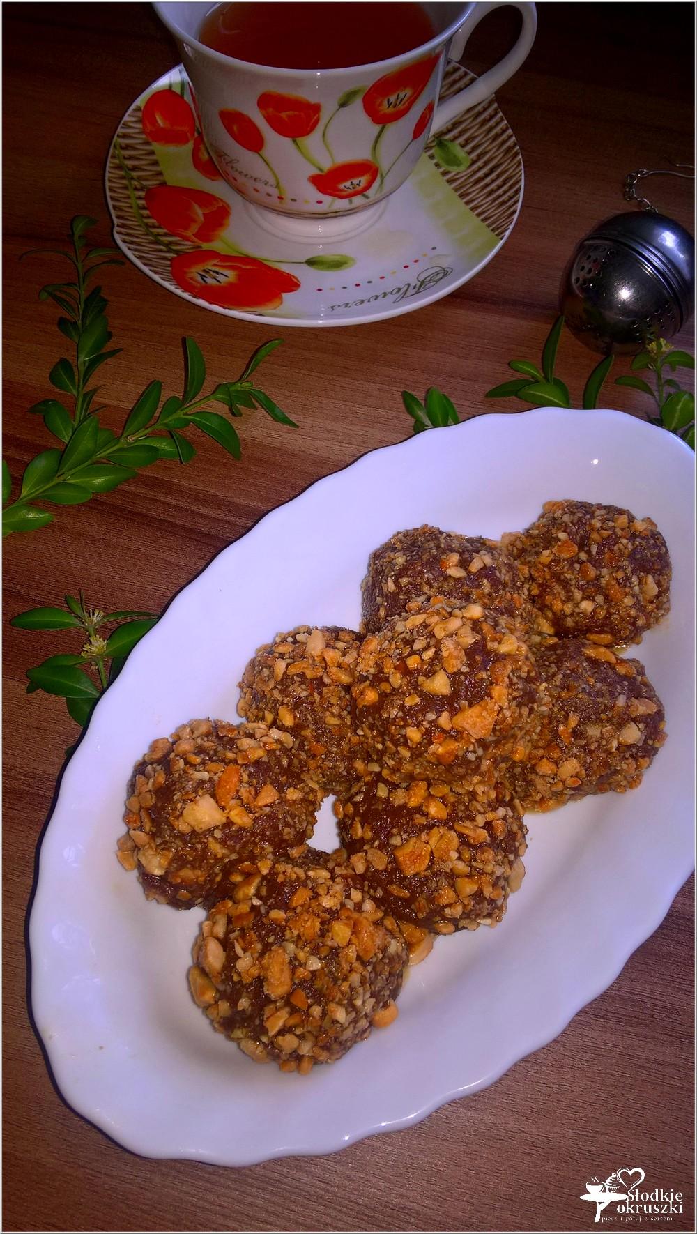Korzenno czekoladowe kuleczki z karmelowymi orzeszkami (1)