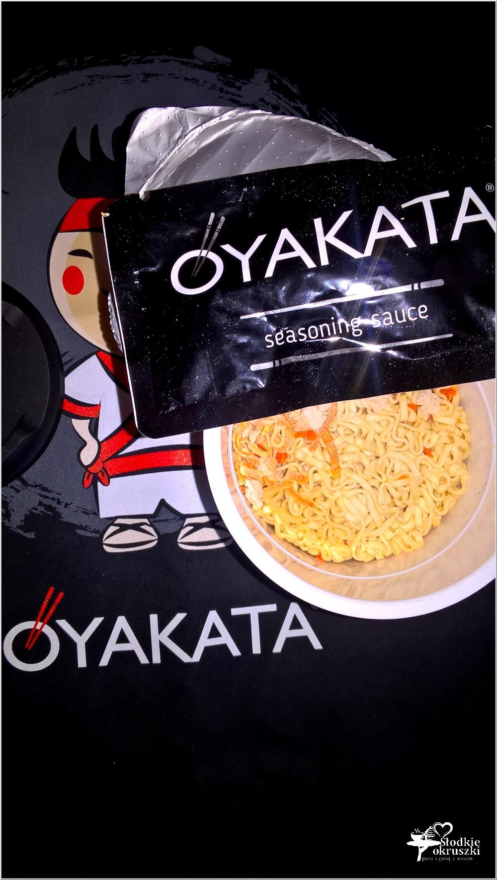 Obiad w japońskim stylu. Kurczak z makaronem i sosem teriyaki (2)