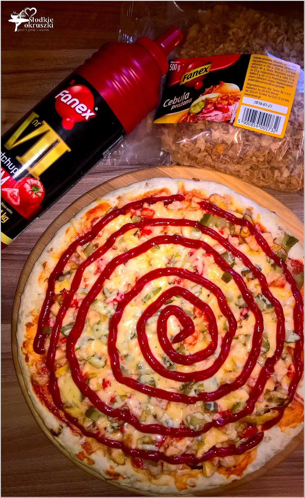 Pizza na cieście z prażoną cebulką (2)