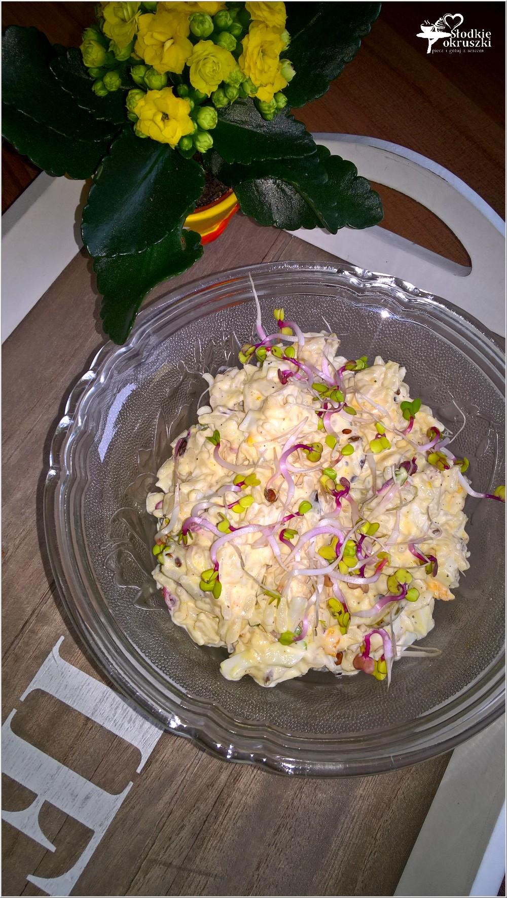 Ryżowa sałatka z oliwkami i kiełkami rzodkiewki (2)