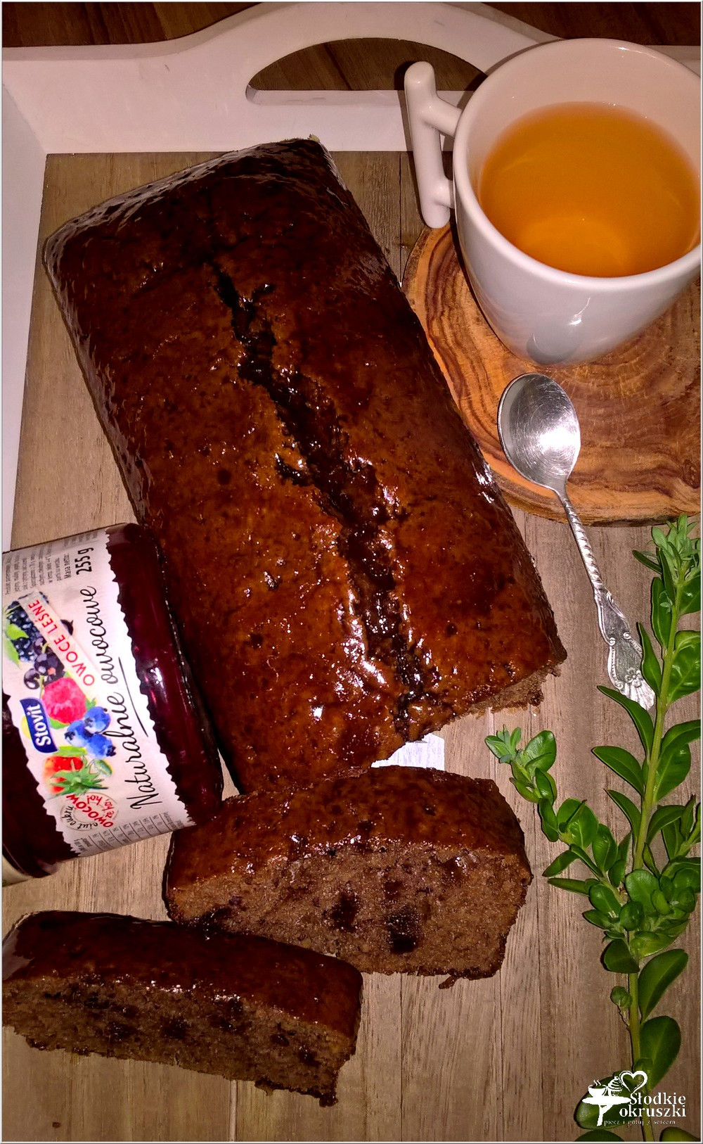 Wilgotne ciasto czekoladowo-owocowe (szybkie) (2)