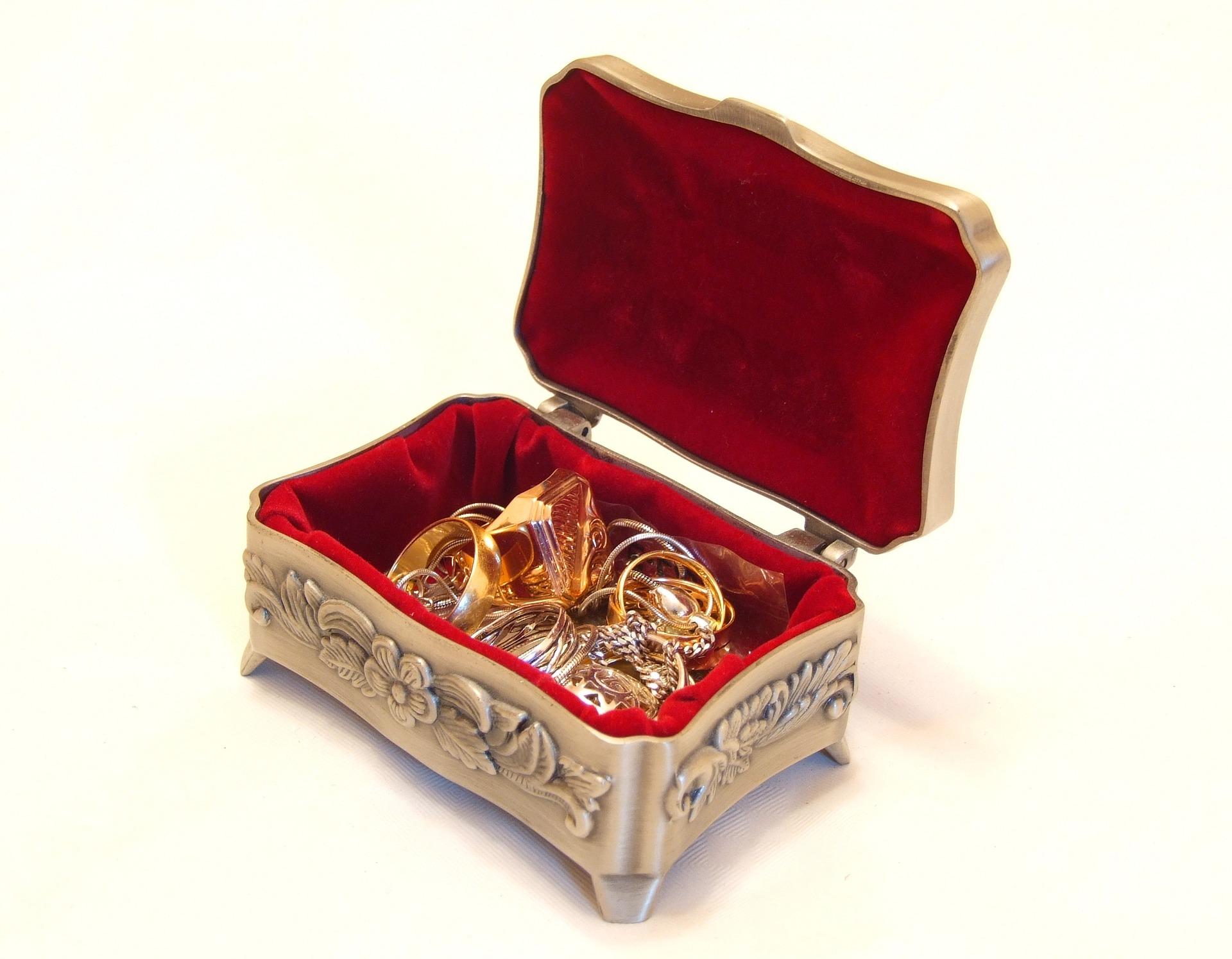 szkatułka na biżuterię