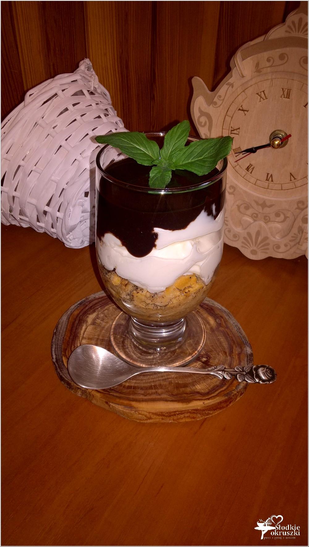 Kremowy deser z amaretto warstwą kawową i czekoladą (3)