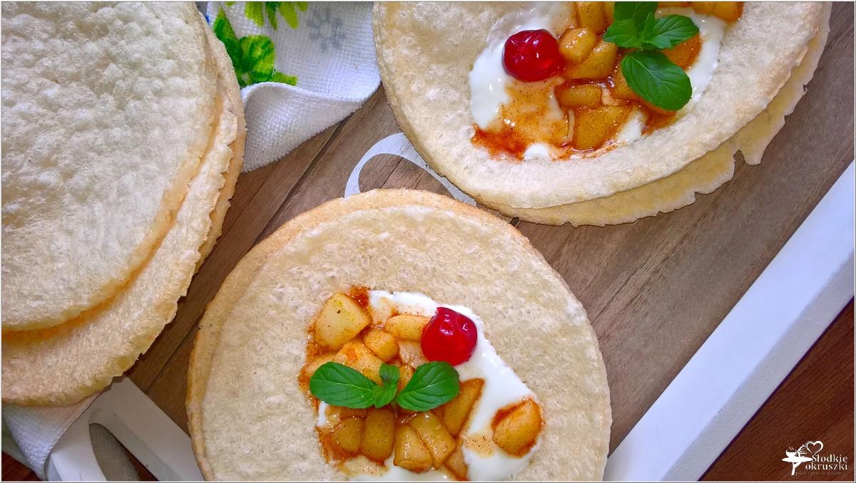 Szybki deser z cynamonowym jabłuszkiem na chrupiących waflach (1)