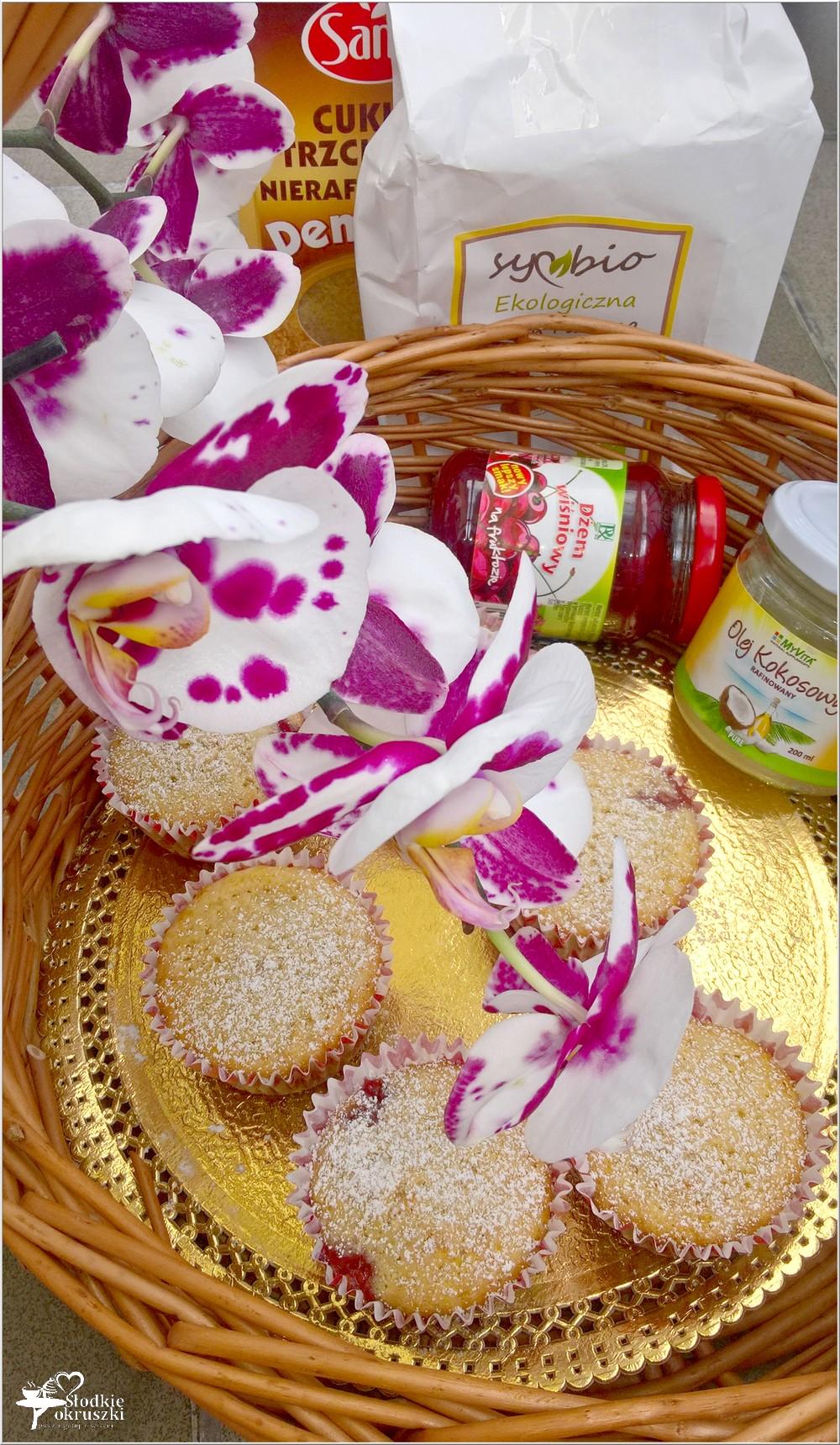 Babeczki na oleju kokosowym z wiśniową niespodzianką (2)