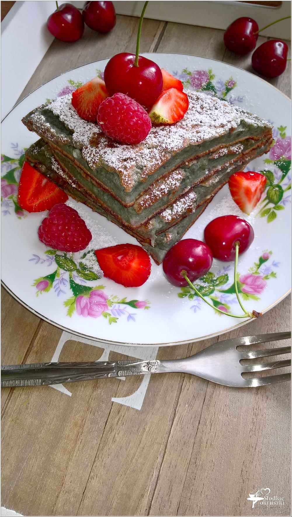 Jagodowy omlet śniadaniowy (z owocami lata) (1)