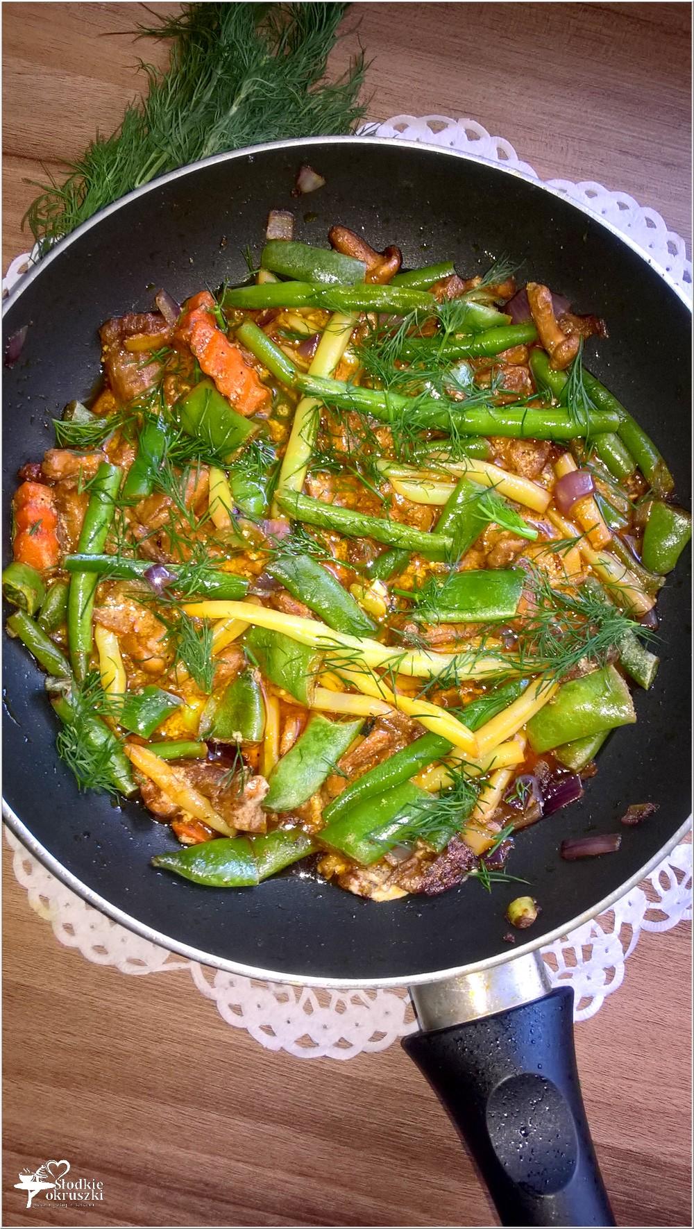 Lekkie danie. Fasolka z kurkami w lekkim paprykowym sosie (1)