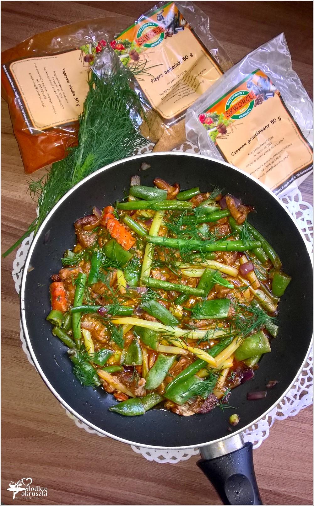 Lekkie danie. Fasolka z kurkami w lekkim paprykowym sosie (2)