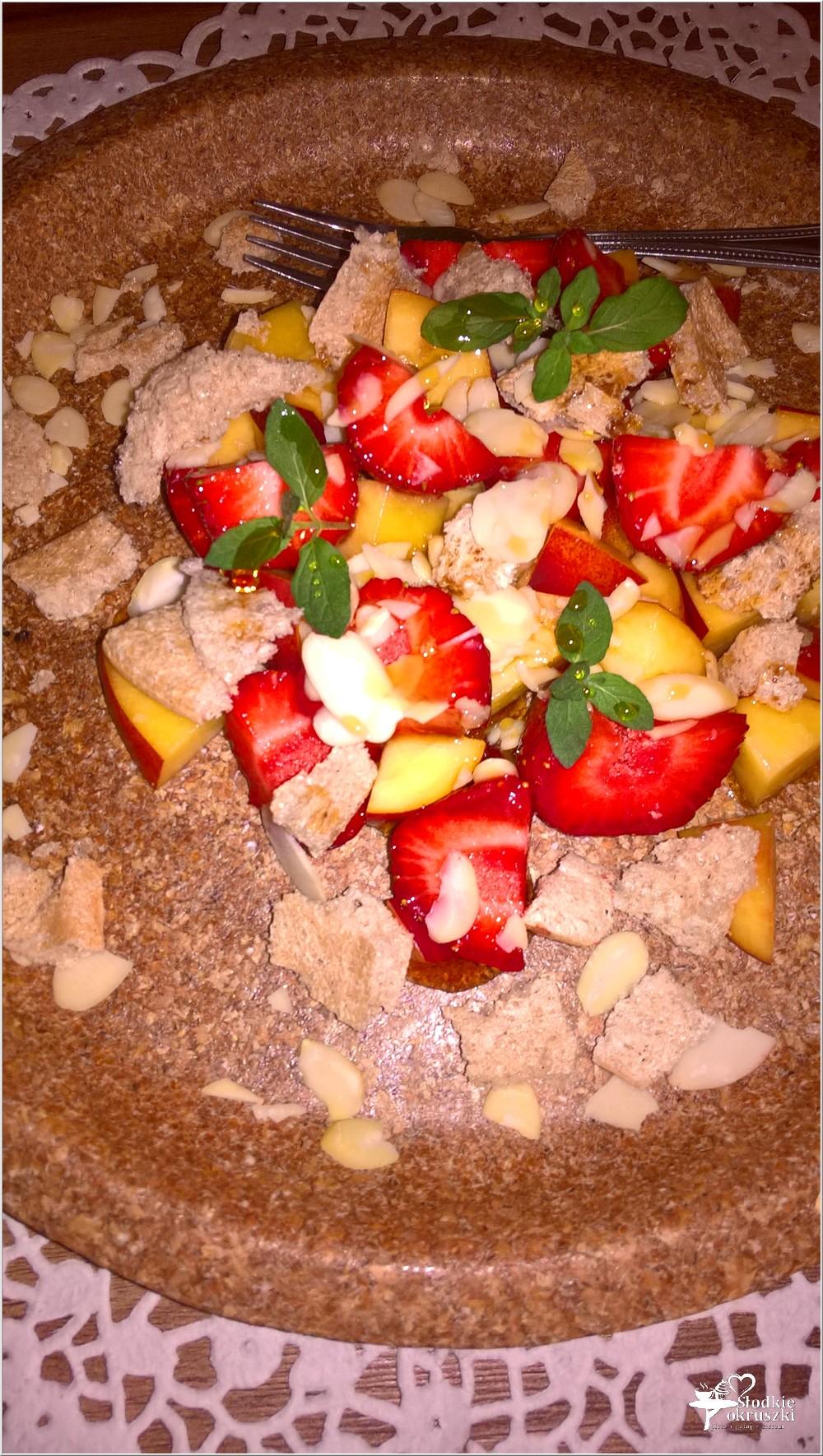 Letni deser owocowy z syropem klonowym (1)