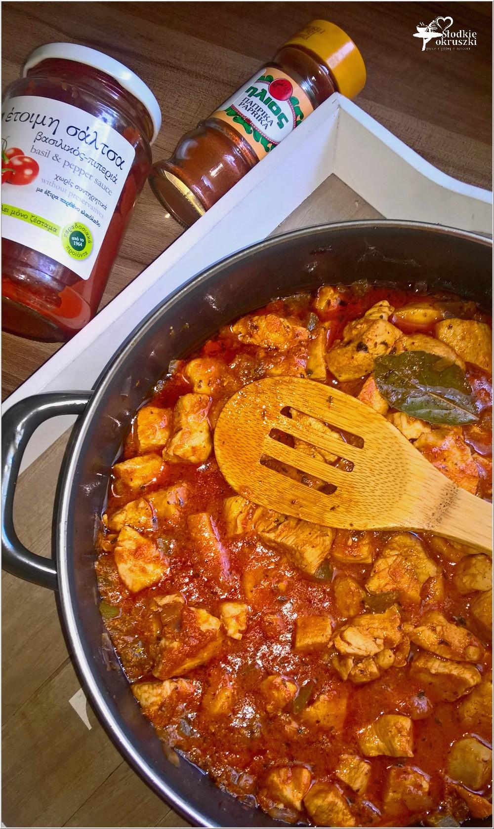 Obiad jednogarnkowy. Gulasz z kurczaka w sosie na bazie pesto (2)