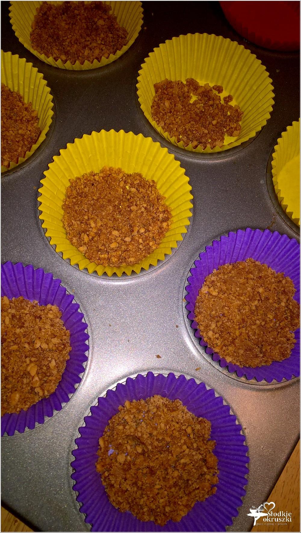 Pieczone mini serniki z konfiturą malinową (4)
