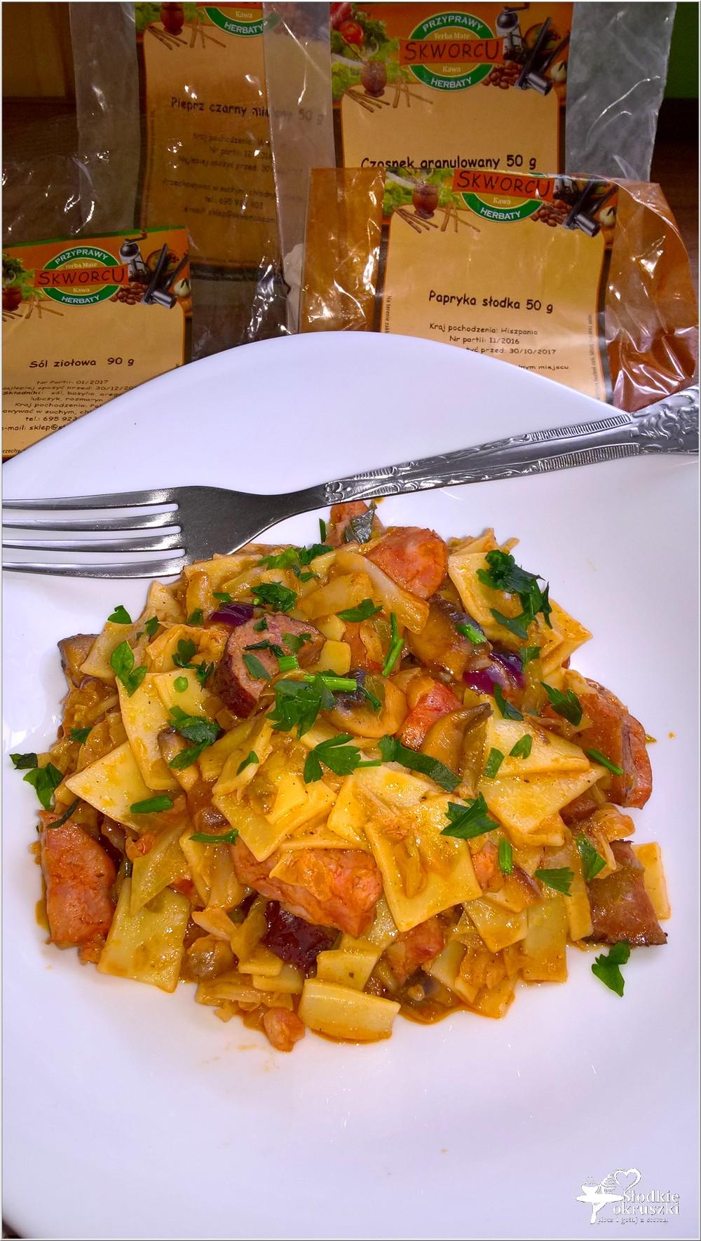 Pomidorowo-paprykowe a la łazanki z młodej kapusty (2)