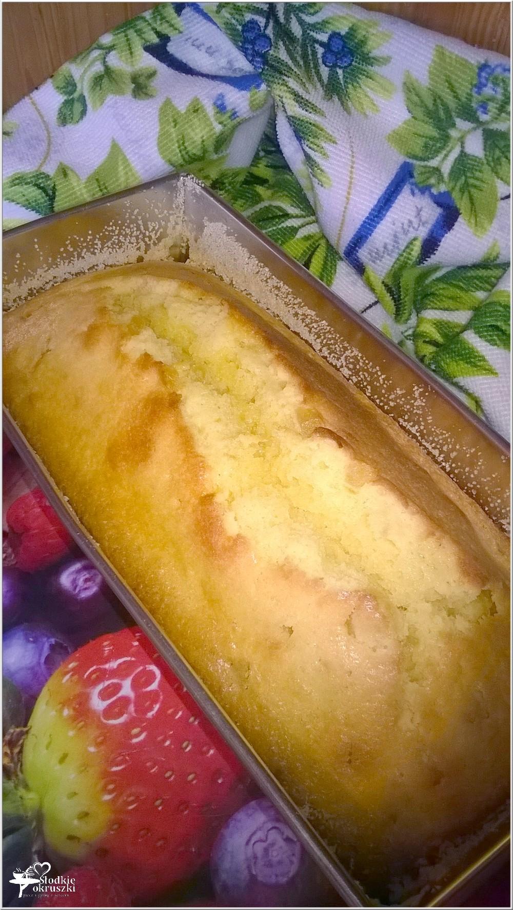 Proste ciasto cytrynowe z kandyzowanym ananasem (2)