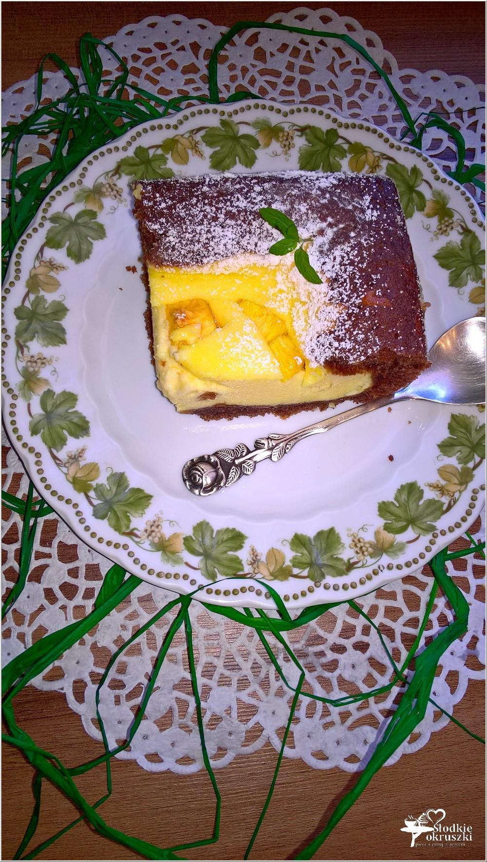 Sernik z brzoskwiniami w czekoladowym cieście (2)