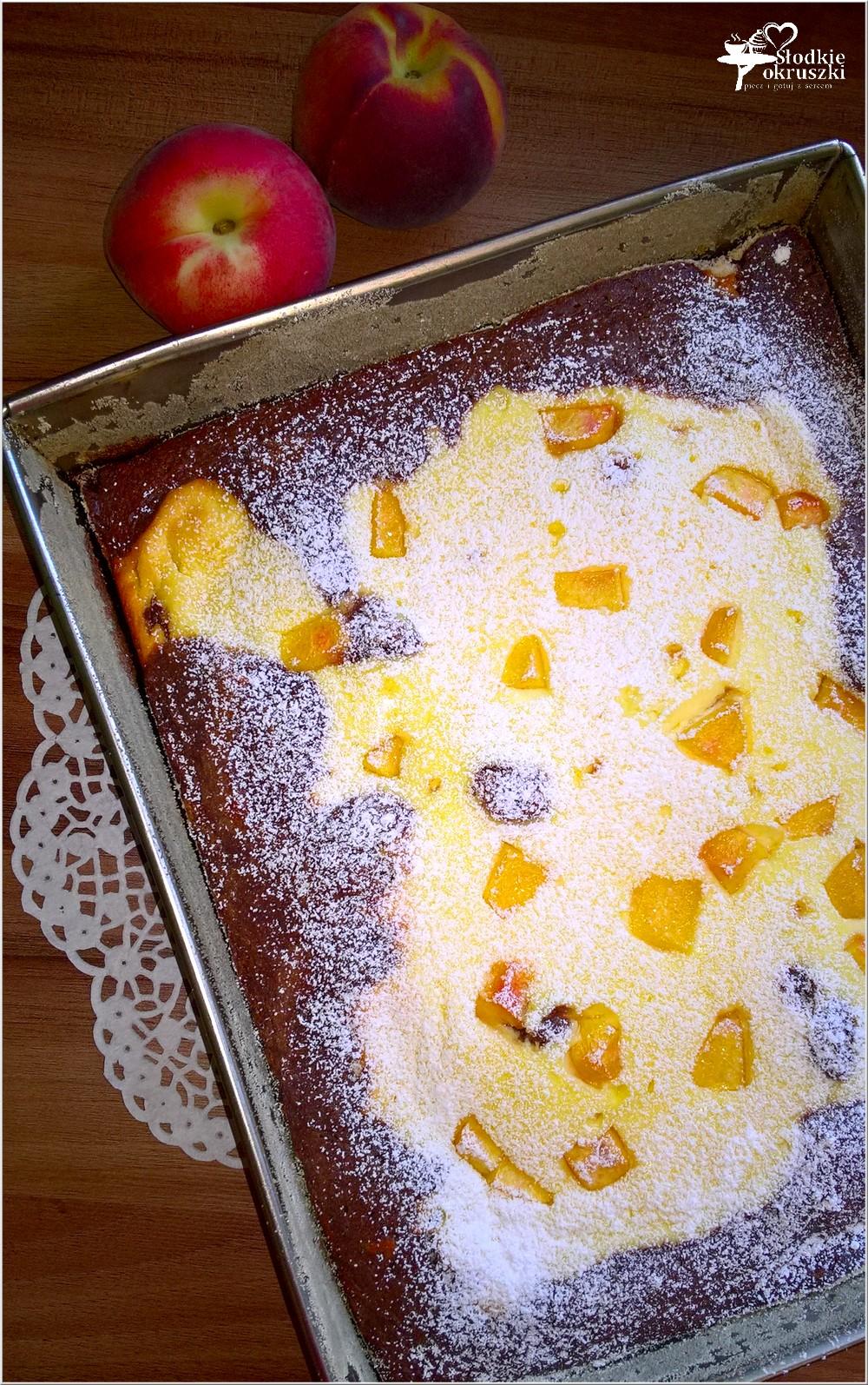 Sernik z brzoskwiniami w czekoladowym cieście (5)