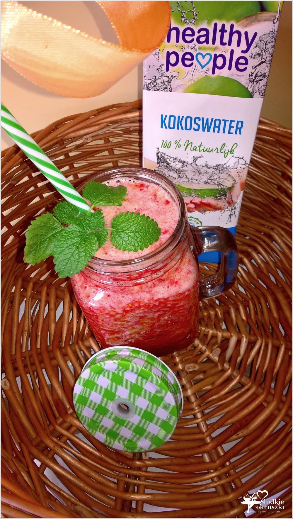 Truskawkowo nektarynkowe smoothie na wodzie kokosowej (1)