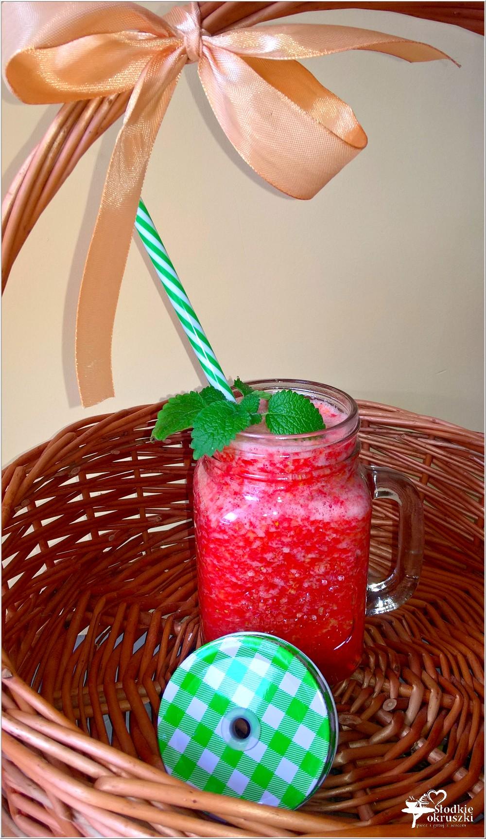 Truskawkowo nektarynkowe smoothie na wodzie kokosowej (2)