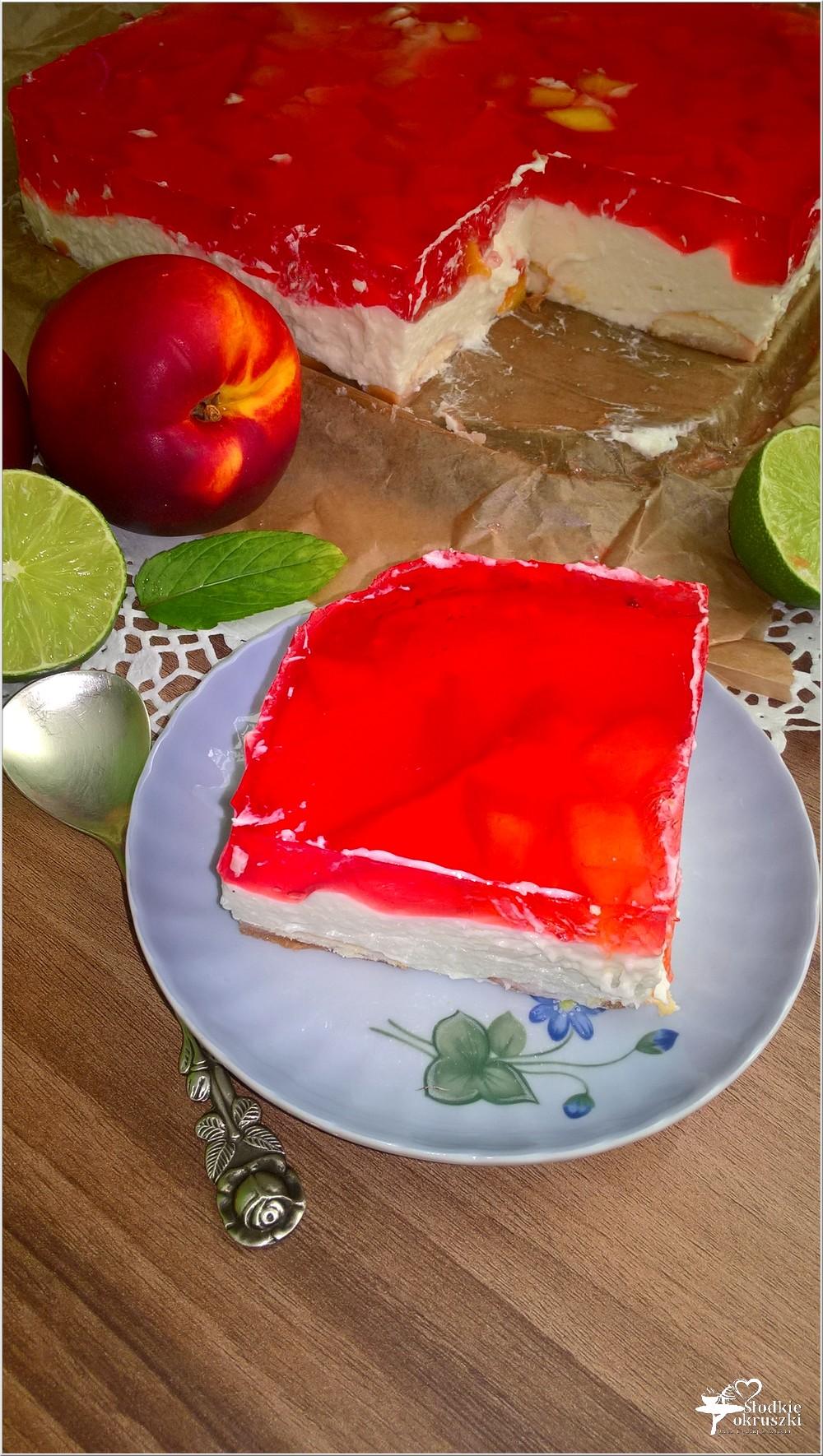 Kremowy sernik z limonkową nutą i nektarynkami (na zimno) (1)