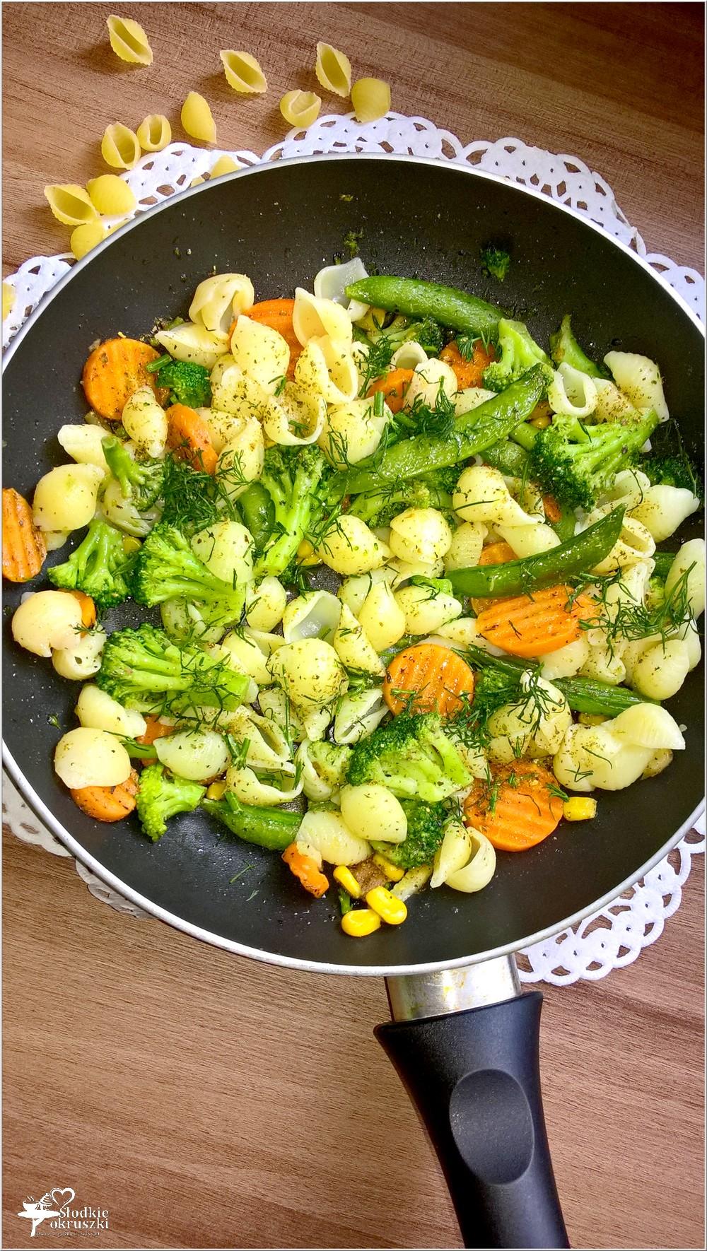 Muszelki z mieszanką warzyw w 18 ziołach Ojca Mateusza (1)