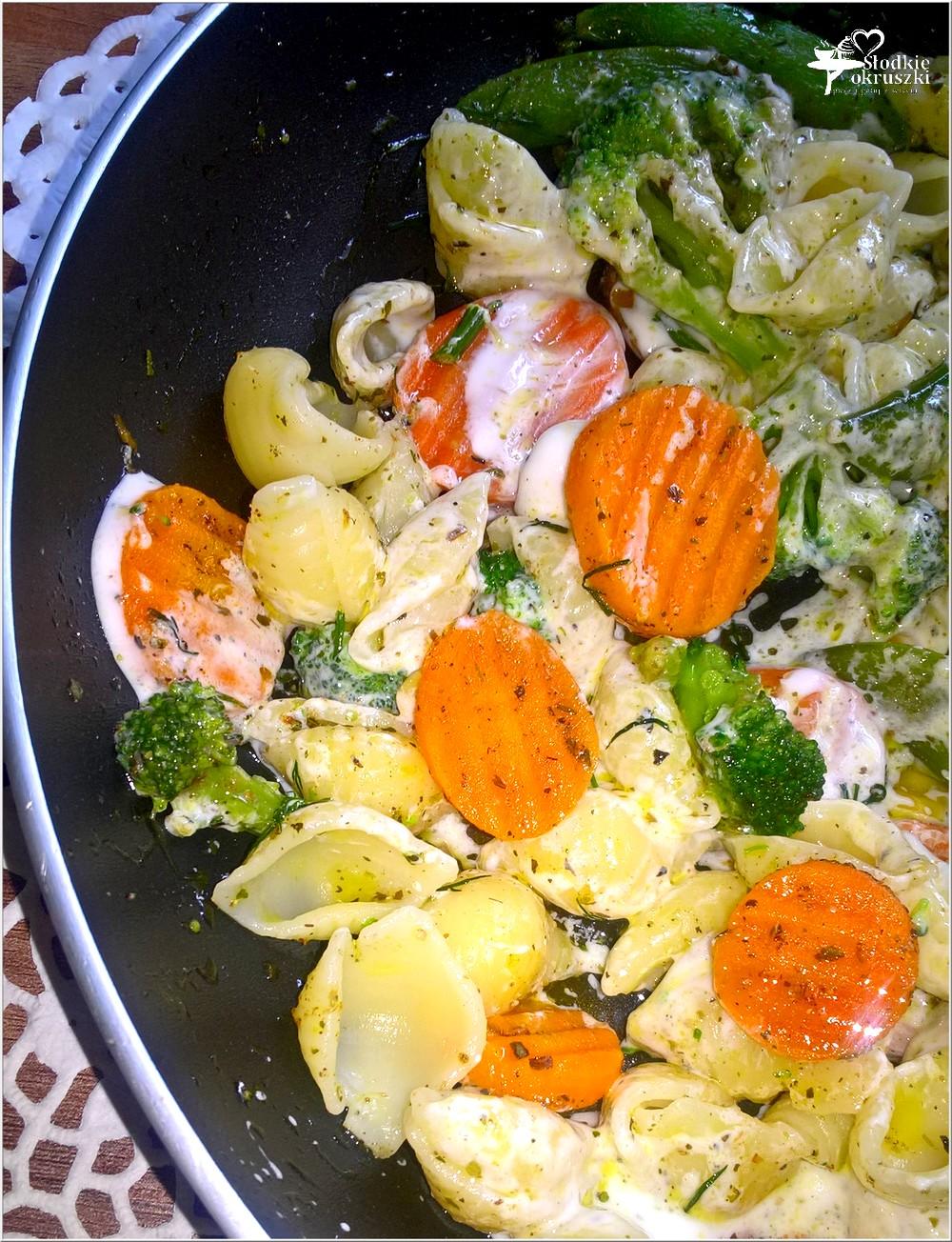 Muszelki z mieszanką warzyw w 18 ziołach Ojca Mateusza (3)