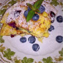 Puszysty omlet z borówkami i płatkami jęczmiennymi (2)