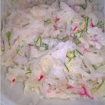 Surówka z kalarepy z rzodkiewką i ziołami