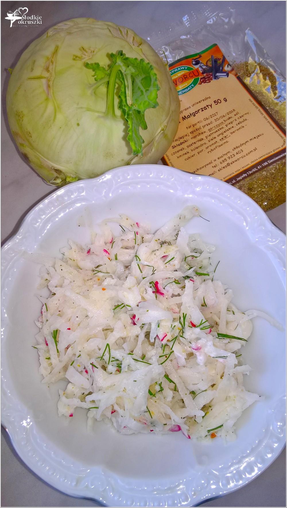 Surówka z kalarepy z rzodkiewką i ziołami (3)