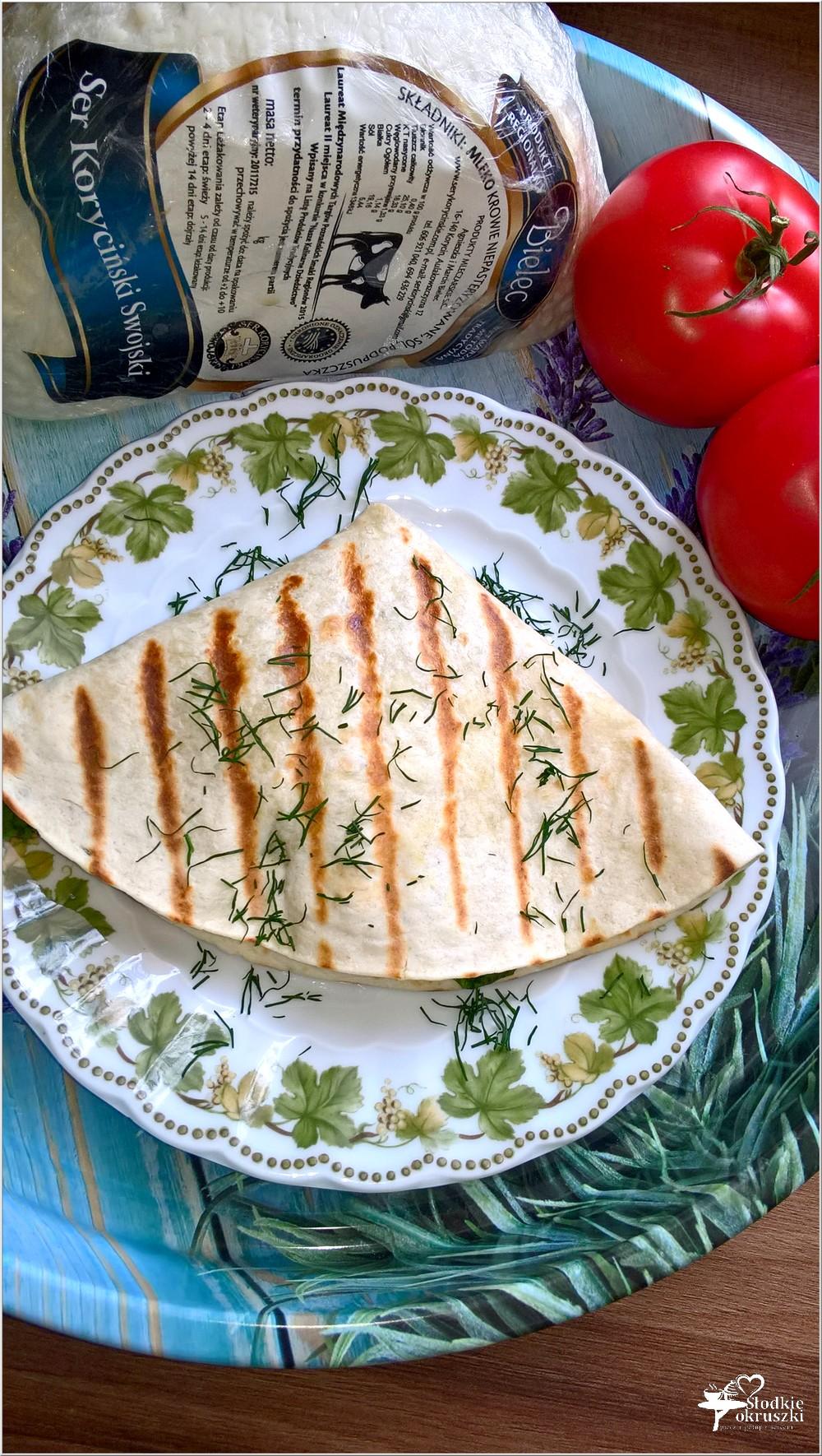 Tortilla z serem korycińskim, kukurydzą, schabem i ziołami (2)