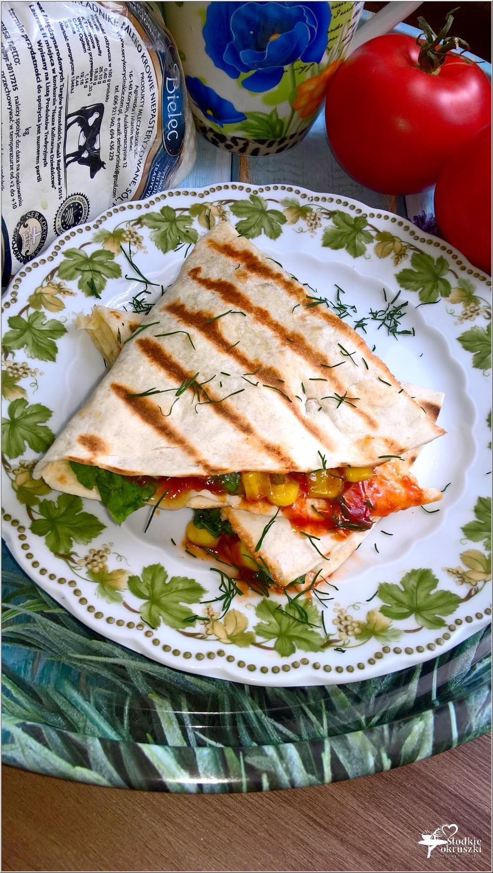 Tortilla z serem korycińskim, kukurydzą, schabem i ziołami (3)