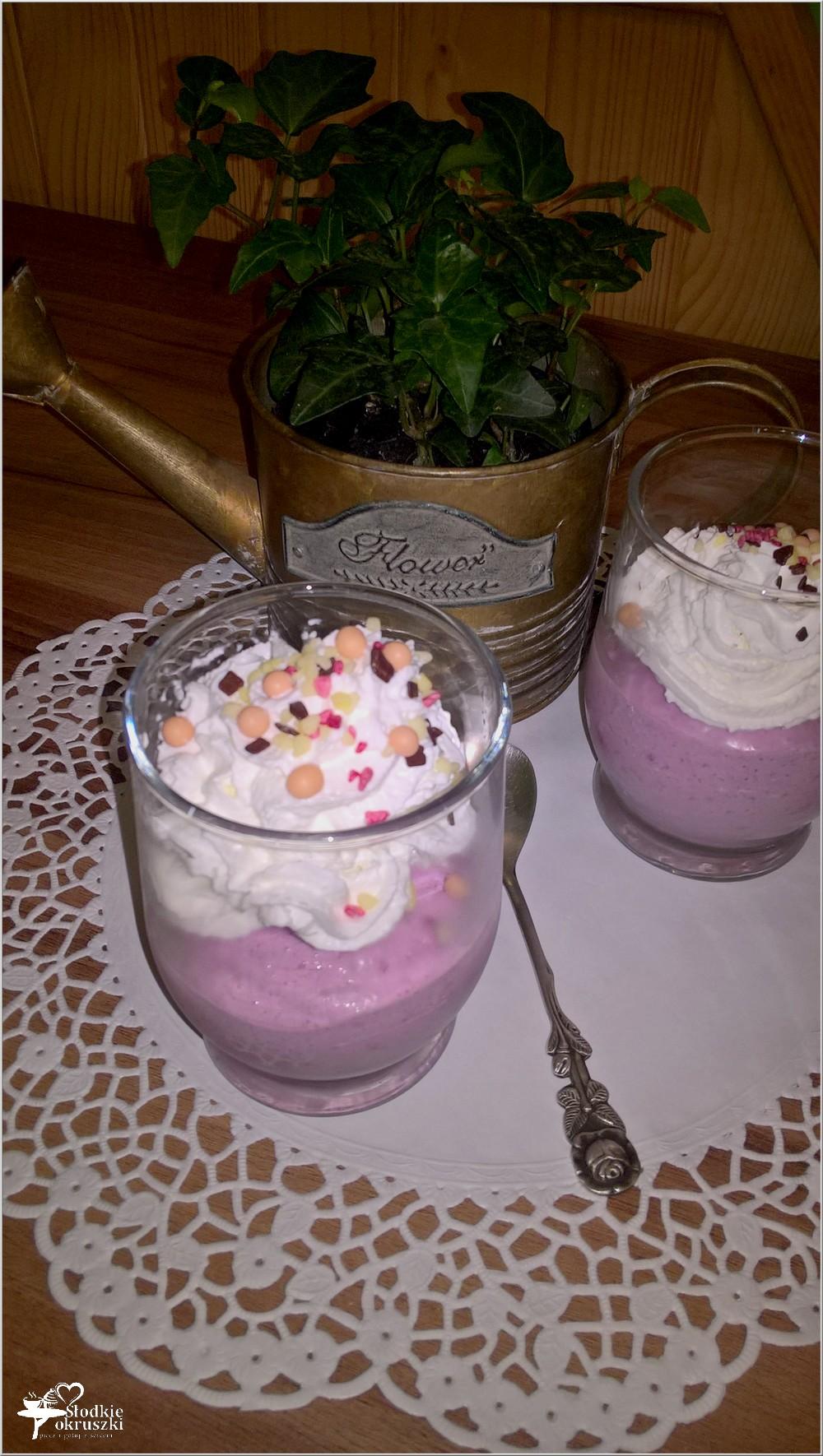 Jagodowe serniczki na zimno (w szklaneczkach) (1)