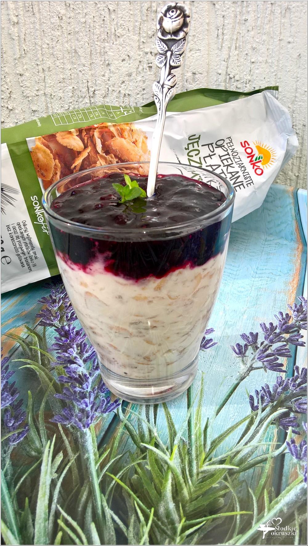 Jogurtowa jęczmienianka z jagodową konfiturą (2)