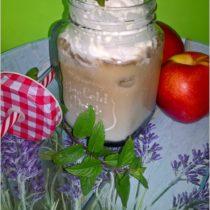 Mrożona kawa z sosem jagodowym (idealna na upały)