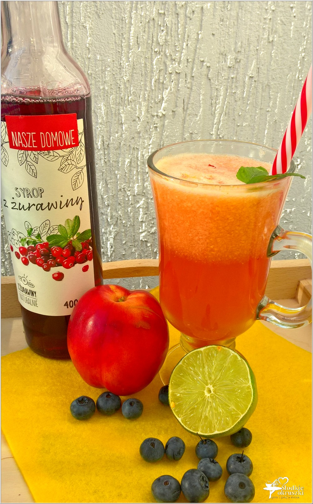 Orzeźwiający napój żurawinowo-nektarynkowy (na letnie dni) (3)